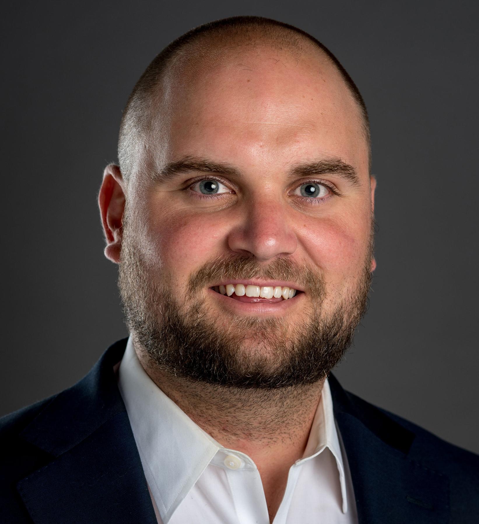 Matt Loeslein Headshot | Dakota Investments