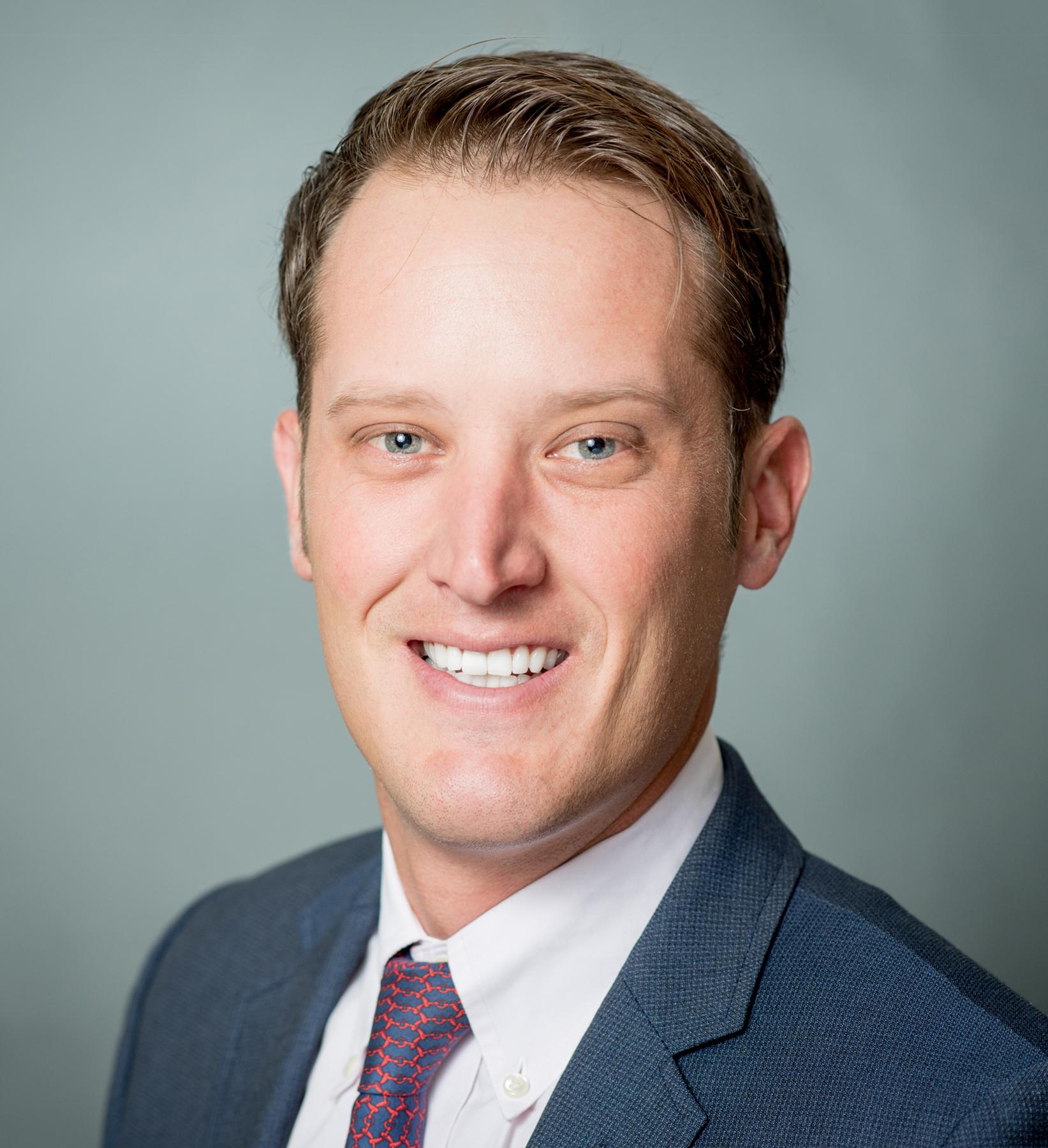 Rob Robertson Headshot | Dakota Investments