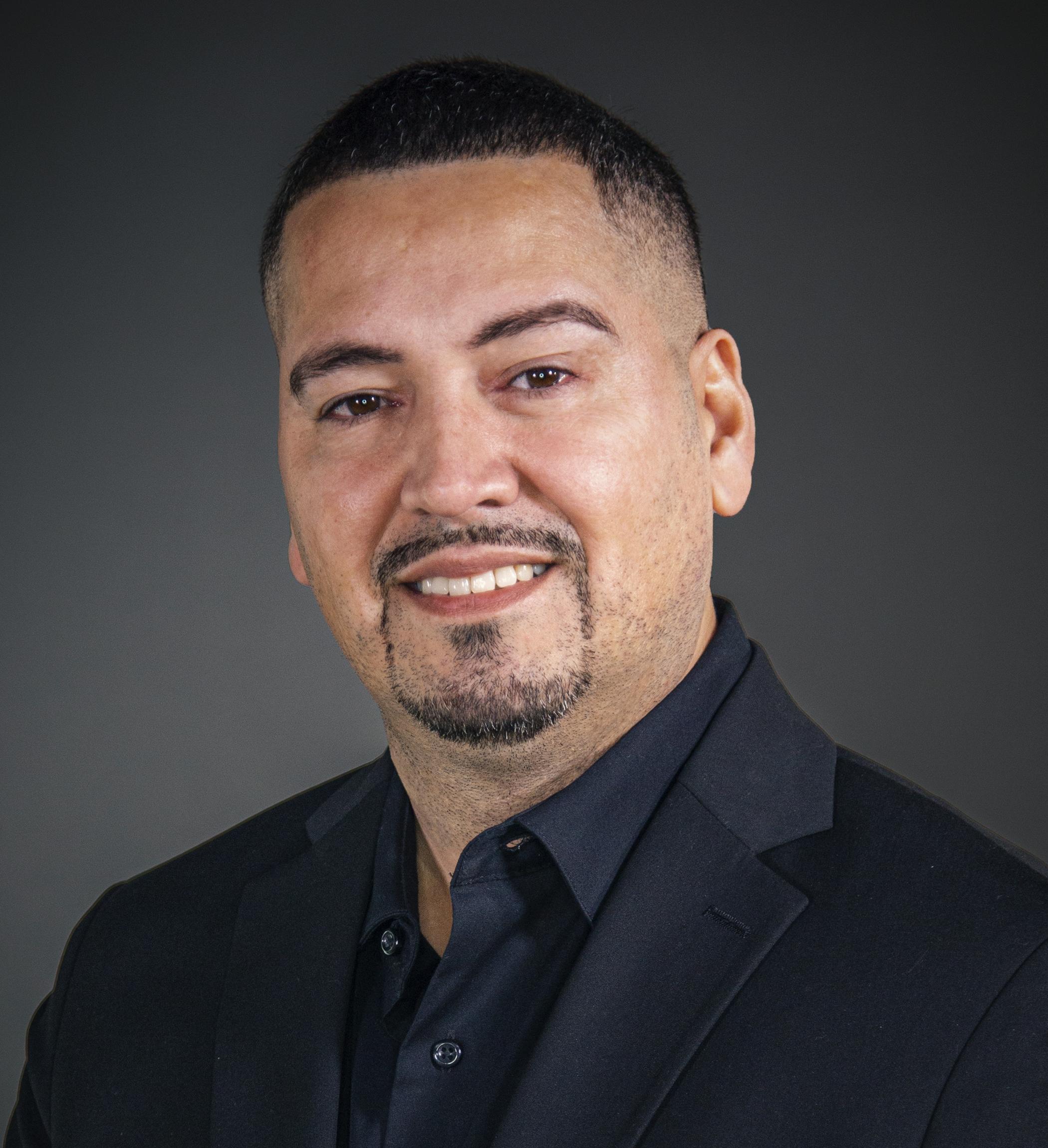 Roberto Yambo Headshot   Dakota Investments