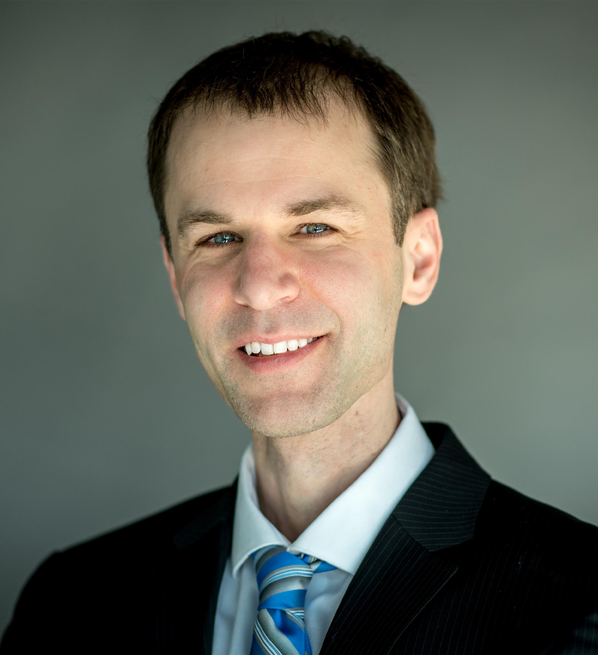 Tim Brown Headshot | Dakota Investments